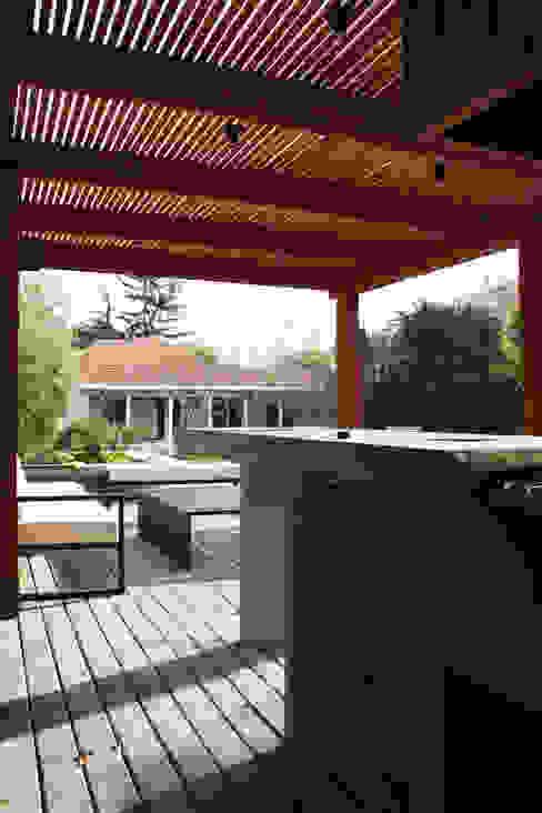 ESTUDIO BASE ARQUITECTOS Mediterranean style balcony, veranda & terrace Concrete Grey
