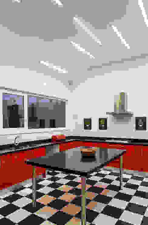 CASA RH Cocinas de estilo moderno de ESTUDIO BASE ARQUITECTOS Moderno
