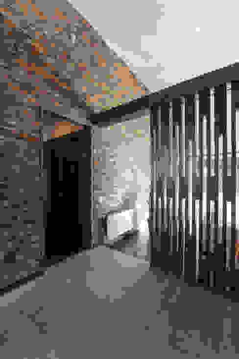 CASA RH Pasillos, halls y escaleras rústicos de ESTUDIO BASE ARQUITECTOS Rústico Madera Acabado en madera