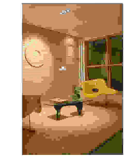 غرفة المعيشة تنفيذ Andréa Buratto Arquitetura & Decoração