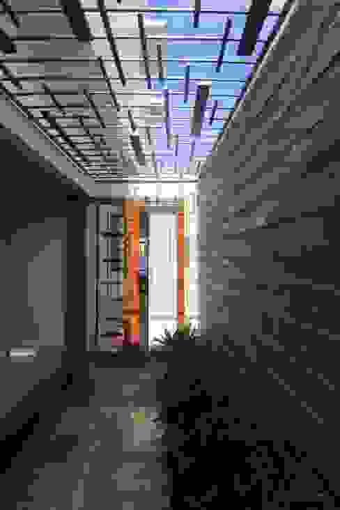 Jardines de estilo moderno de Design Quest Architects Moderno Piedra