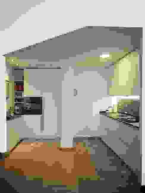 CUCINA Cucina moderna di Luigi Brenna Architetto Moderno