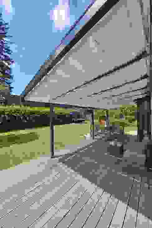 Toldos para terraza o pérgola Jardines de estilo moderno de TOLDOS SPANNMAXXL.de Moderno Madera Acabado en madera