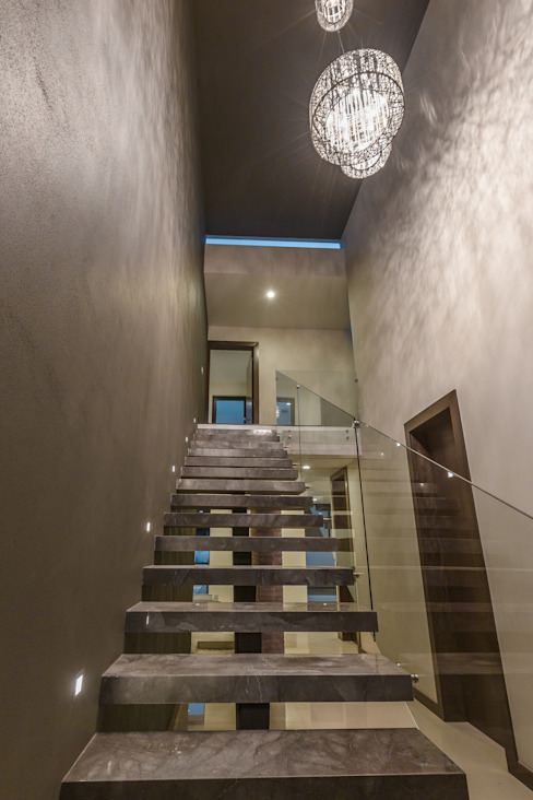 Vistas del Sol Pasillos, vestíbulos y escaleras modernos de 2M Arquitectura Moderno