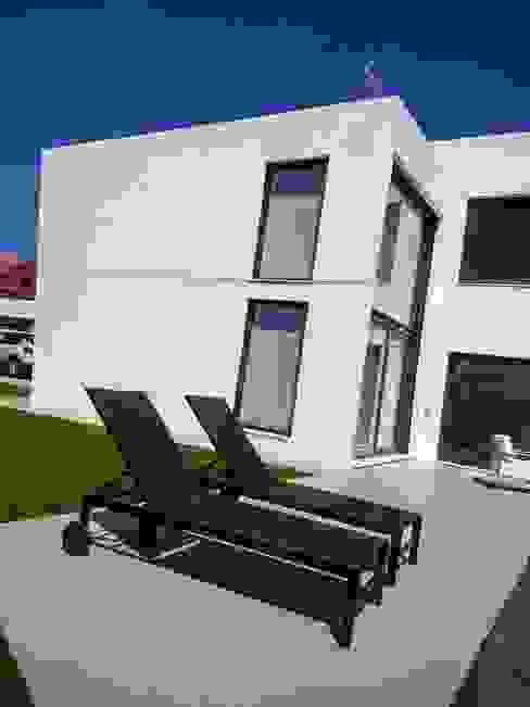 Giardino moderno di MODULAR HOME Moderno