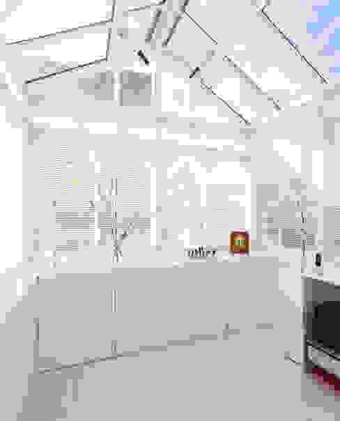 Aproveitar espaços escondidos Cozinhas modernas por Architect Your Home Moderno