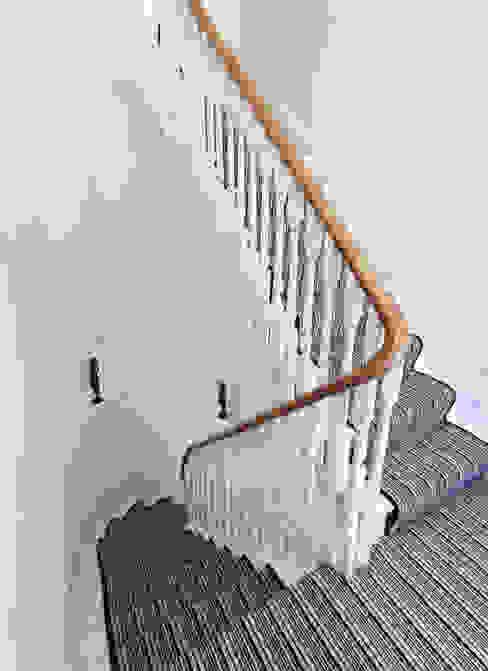 Aproveitar espaços escondidos Paredes e pisos clássicos por Architect Your Home Clássico