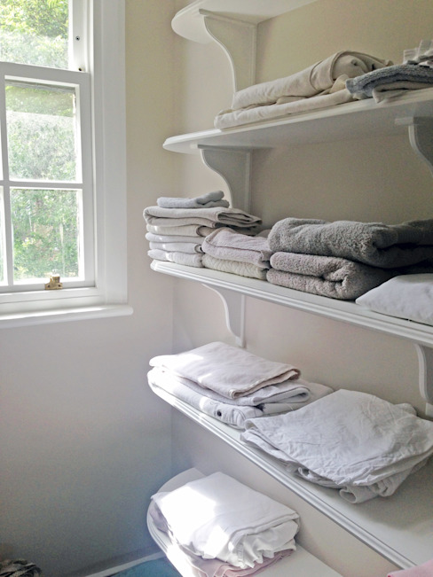 Utility - Laundry Shelves:  Corridor & hallway by Absolute Project Management, Classic
