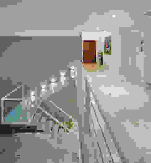 Escada Corredores, halls e escadas campestres por IDALIA DAUDT Arquitetura e Design de Interiores Campestre