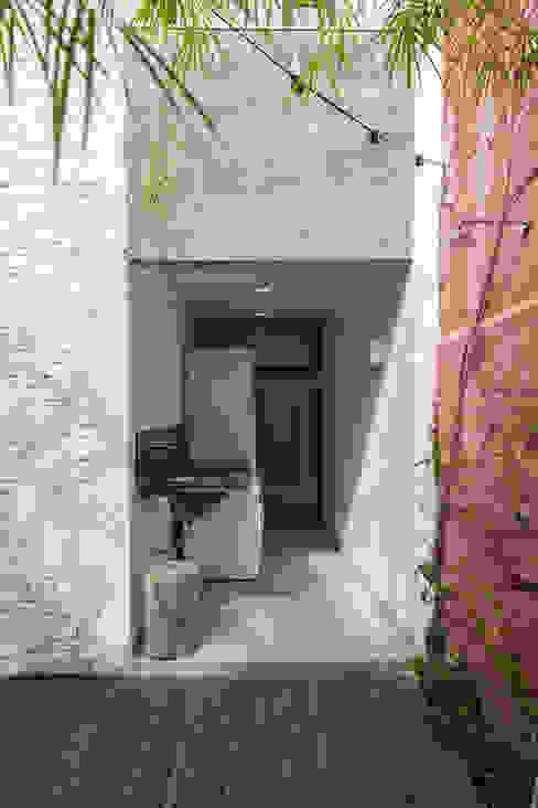 Casas modernas: Ideas, imágenes y decoración de ivan ventura arquitetura Moderno Ladrillos