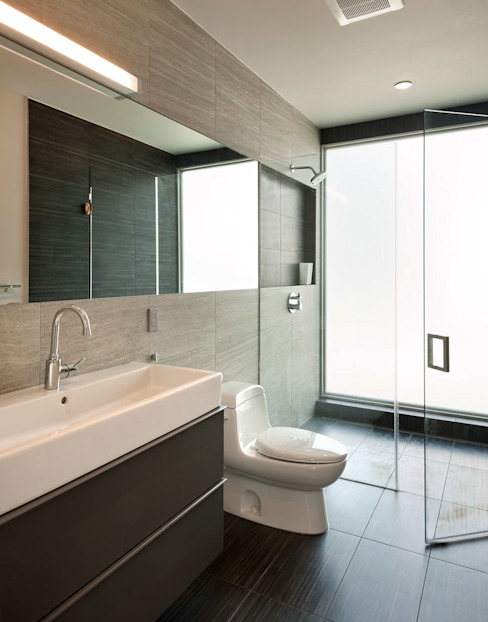 KUBE architecture Modern style bathrooms