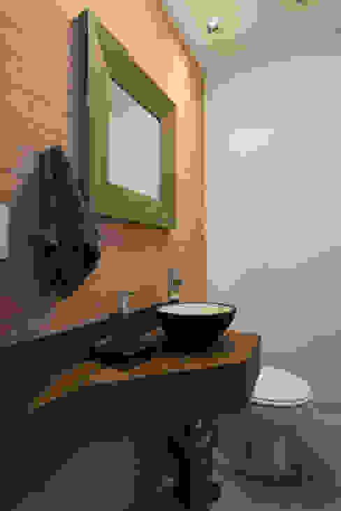 Rustic style bathroom by RAFAEL SARDINHA ARQUITETURA E INTERIORES Rustic