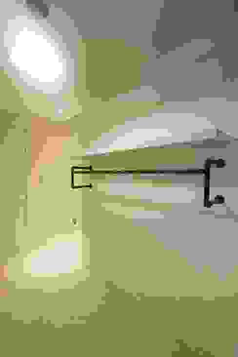 Ruang Ganti by 홍예디자인