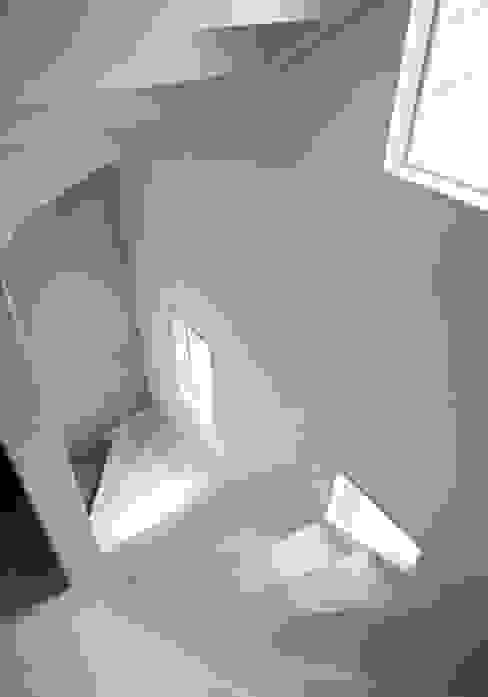 Il fascino dello stile nordico in una villa del '700 Ingresso, Corridoio & Scale in stile scandinavo di Design for Love Scandinavo