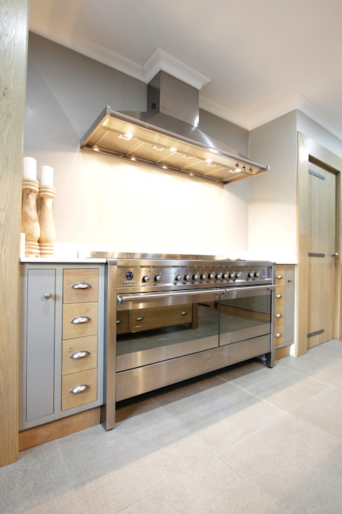 Built-in kitchens by JSD Interiors, Rustic Wood Wood effect