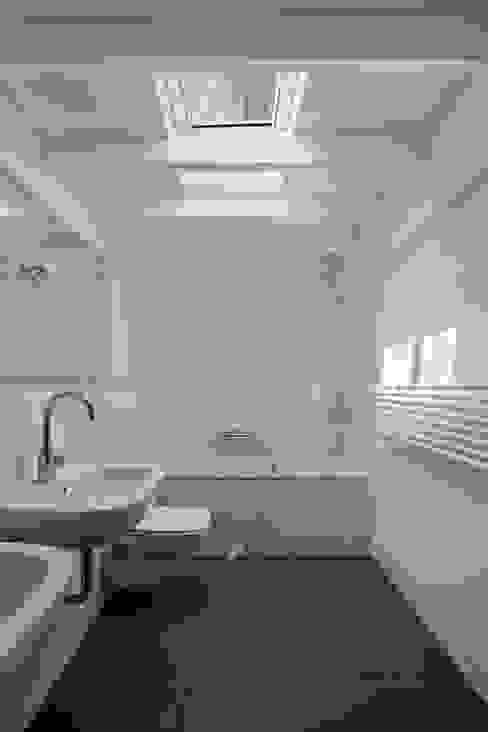 bathroom by brandt+simon architekten Modern Tiles