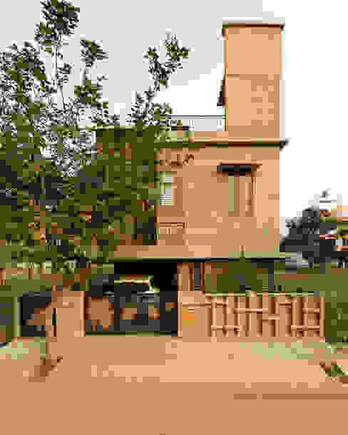 Asian style houses by A3 Ateliê Academia de Arquitectura Asian