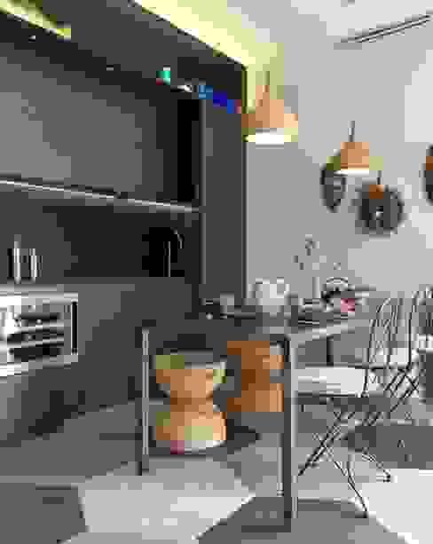 cucina a vista Cucina in stile mediterraneo di architettotorregrossa Mediterraneo Legno composito Trasparente