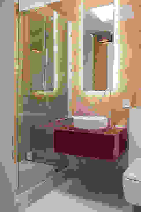 Bathroom by sandra marchesi architetto,