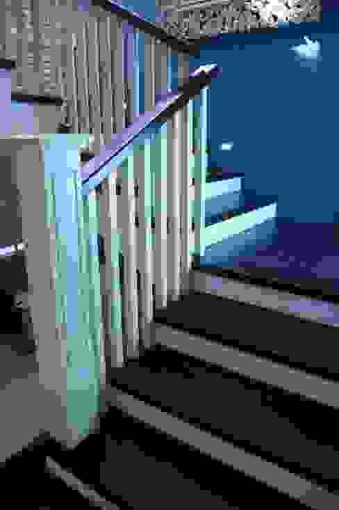 Pasillos, vestíbulos y escaleras de estilo clásico de Arquimia Arquitectos Clásico