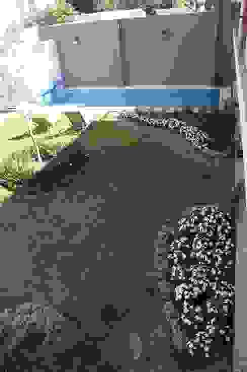 Jardines de estilo clásico de Arquimia Arquitectos Clásico