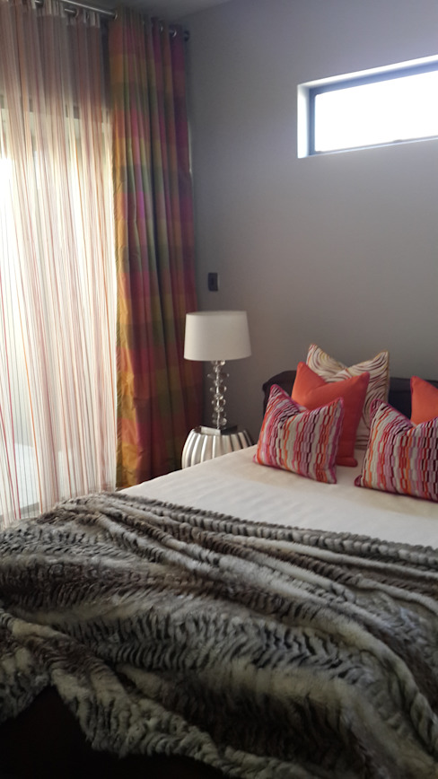 Guest Bedroom: modern  by Inside Out Interiors, Modern