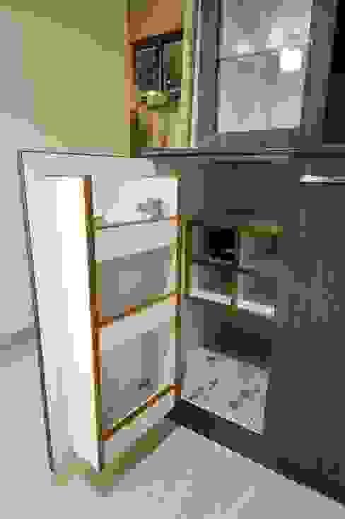 Hidden Bar unit Modern dining room by homify Modern Plywood