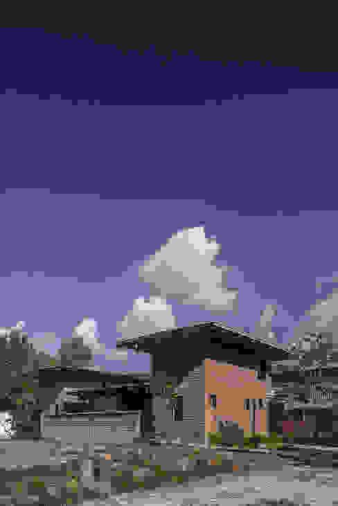 NIDO DE TIERRA: Casas de estilo  por MORO TALLER DE ARQUITECTURA, Rústico Ladrillos