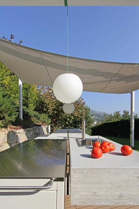 Barbecue Outdoor Giardino moderno di sandra marchesi architetto Moderno Cemento