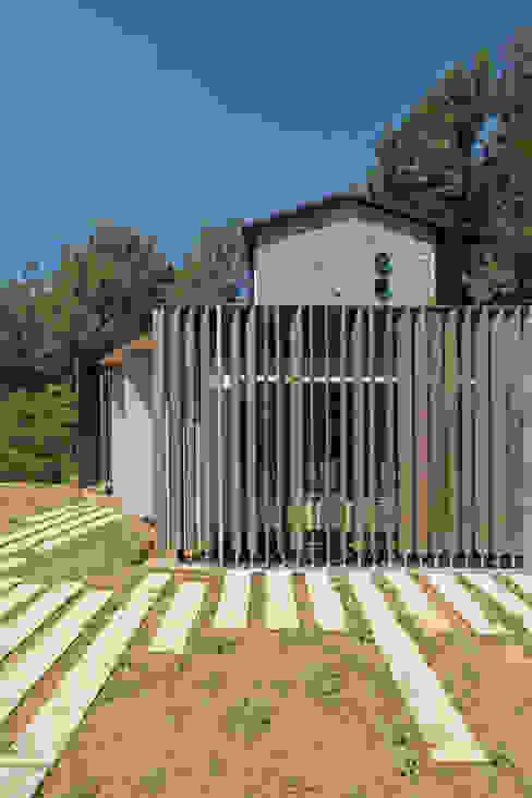 Piccolo Rifugio Privato in Collina Case eclettiche di sandra marchesi architetto Eclettico Legno composito Trasparente