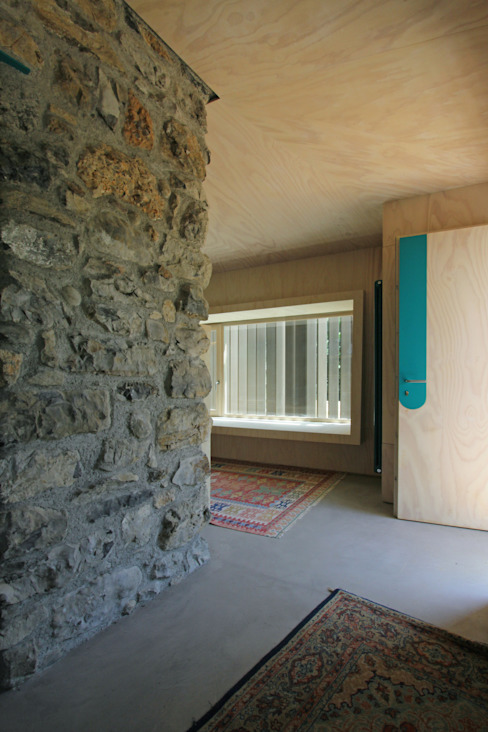 Piccolo Rifugio Privato in Collina Ingresso, Corridoio & Scale in stile eclettico di sandra marchesi architetto Eclettico Legno Effetto legno