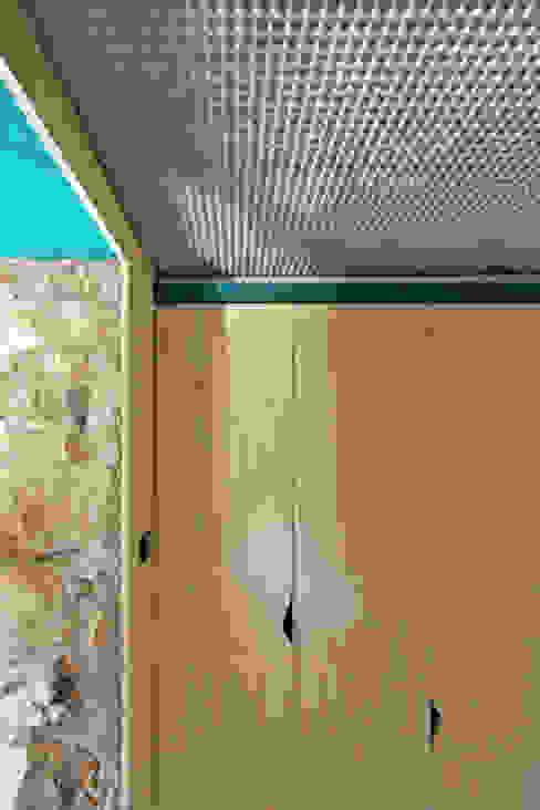 Piccolo Rifugio Privato in Collina Pareti & Pavimenti eclettiche di sandra marchesi architetto Eclettico
