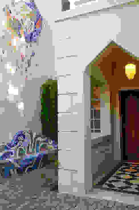 Mural · Banco Modern houses by Paula Herrero | Arquitectura Modern