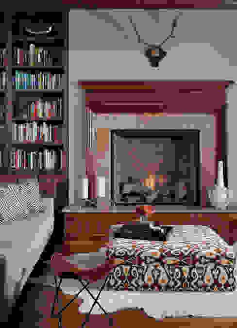 Oficinas y bibliotecas de estilo ecléctico de Andrea Schumacher Interiors Ecléctico