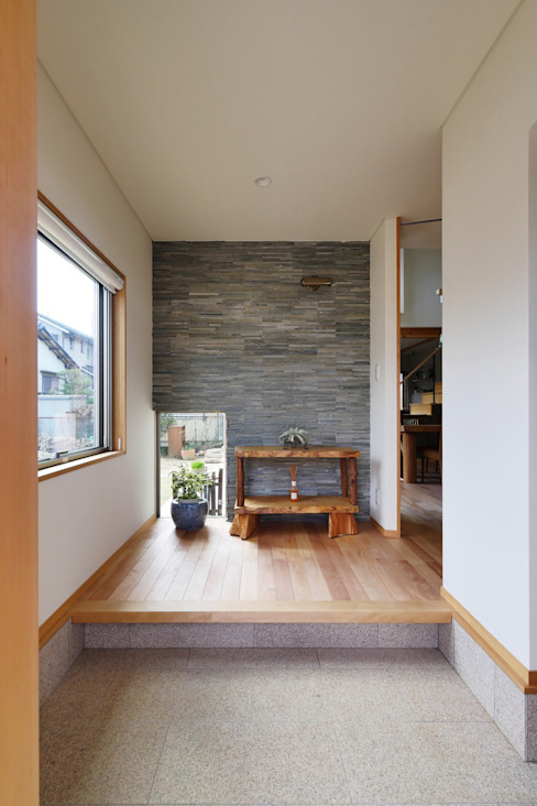Eclectic style corridor, hallway & stairs by 池田デザイン室(一級建築士事務所) Eclectic Stone