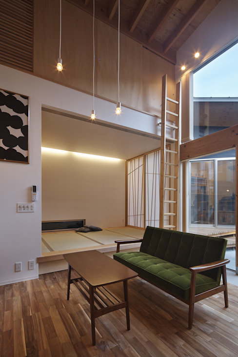 Divide 建築設計事務所SAI工房 リビングルームソファー&アームチェア