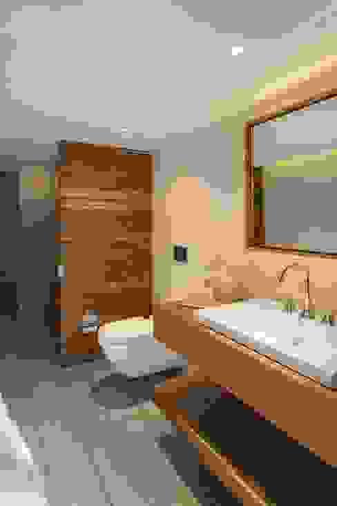 Baños de estilo  de 3 DECO, Minimalista Madera Acabado en madera
