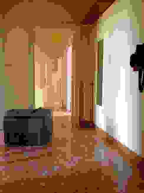 Pasillos, vestíbulos y escaleras clásicas de Francesca Greco - HOME|Philosophy Clásico