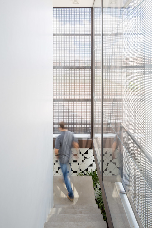 Modern Corridor, Hallway and Staircase by Joana França Modern