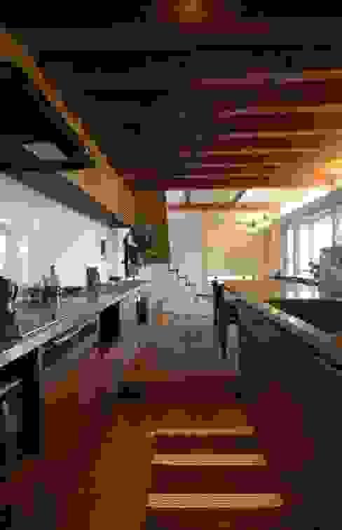 若葉いろの家 ラスティックデザインの キッチン の FrameWork設計事務所 ラスティック