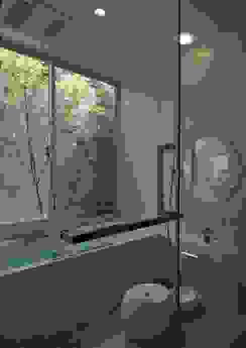若葉いろの家 ラスティックスタイルの お風呂・バスルーム の FrameWork設計事務所 ラスティック
