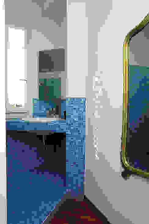 ROBERTA DANISI architetto 現代浴室設計點子、靈感&圖片 Blue