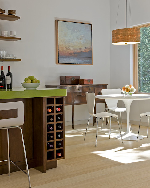 Kitchen wine storage and dining area ZeroEnergy Design 餐廳