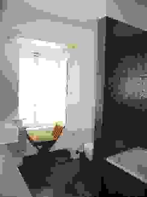 Banheiros clássicos por QFProjectbuilding, Unipessoal Lda Clássico