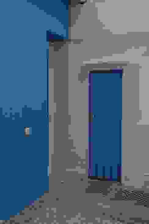 Casas clássicas por QFProjectbuilding, Unipessoal Lda Clássico