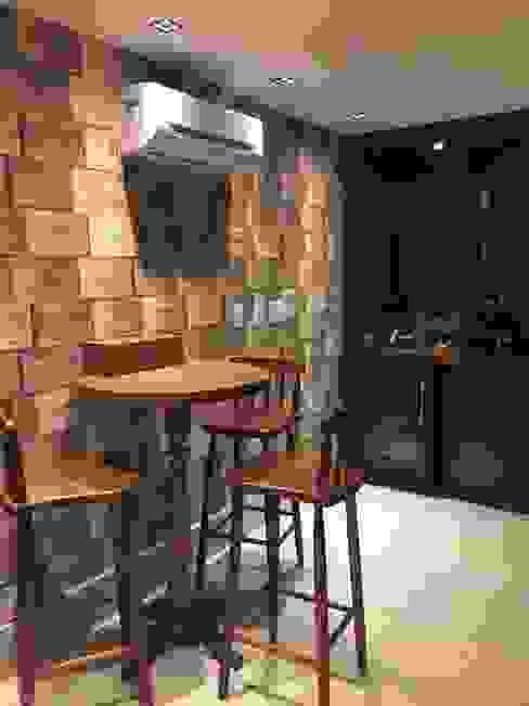 Casa na barra da tijuca- Rio de Janeiro Eclectic style wine cellar by GEA Arquitetura Eclectic
