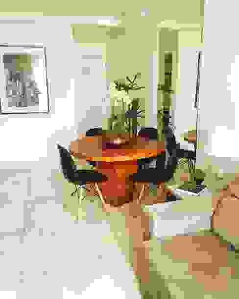 Столовая комната в стиле модерн от Otaviano Douglas Модерн Дерево Эффект древесины