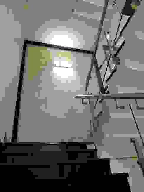 Stairway Hasta architects Modern corridor, hallway & stairs