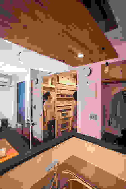 FIKA-「斬新すぎる」と方針転換、カフェ風に モダンデザインの ドレッシングルーム の 株式会社ブルースタジオ モダン