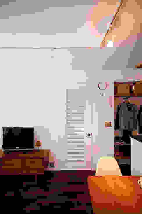 Dressing room by 株式会社ブルースタジオ, Modern